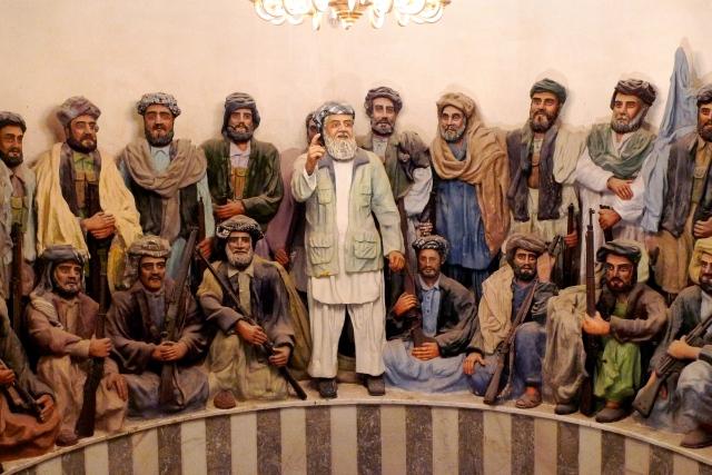 Ismail Khan guida la prima riunione dei mujaheddin anti-sovietici (herat, museo della jihad)