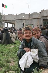 Bandiera afghana a Marjah (foto Isaf)