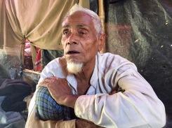 Abdus, il profugo probabilmente più anziano tra quelli fuggiti in Bangladesh