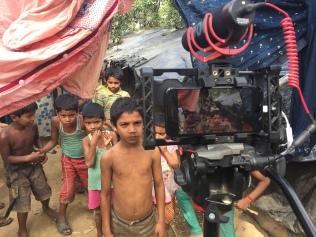 La telecamera, la curiosità, i sorrisi, i bambini