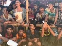 In fila per la distribuzione di cibo