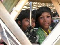 Bimbi rohingya in fila